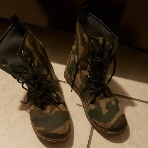 Army design boots